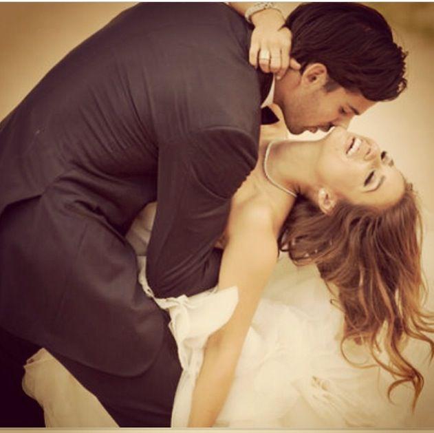 Jessie James Wedding Pic- love this action shot