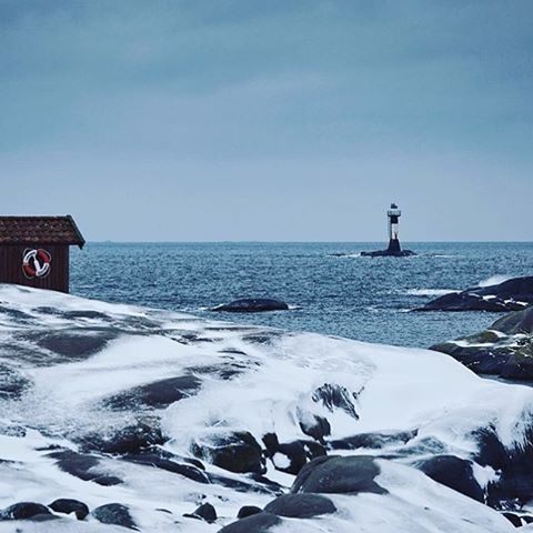 Crisp winter days - enjoy your weekend! 👌🏻❄️⚓️ Regram from @tanumstrand #lionsandcranes #lionsocranes #winter #vinter #frost #crisp #västkusten #westcoast #trettondagsafton #svenskdesign #scandinaviandesign #design #swedishdesign #nordicdesign...