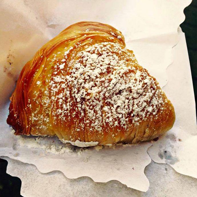 Napoli da mangiare: pizza, street food, babà e sfogliatelle