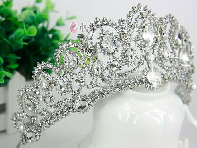 Best 25 Wedding Hairstyles Ideas On Pinterest: Best 25+ Wedding Tiara Veil Ideas On Pinterest