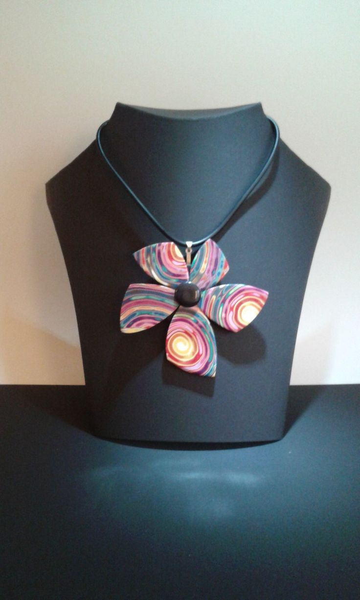 halsband flower multi via diferente. Click on the image to see more!