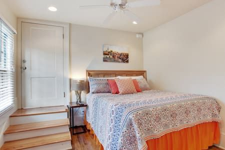 Check out this awesome listing on Airbnb: GARDEN DISTRICT - Steps to St. Charles Ave! Apt. B - Apartments for Rent in New Orleans - Get $25 credit with Airbnb if you sign up with this link http://www.airbnb.com/c/groberts22