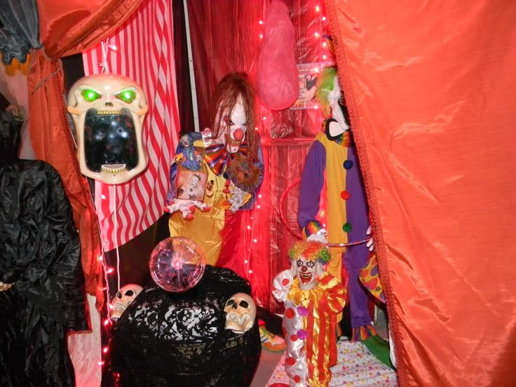 1000 images about halloween creepy carnival idea 39 s on for Good themes for a haunted house