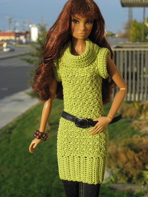 Crochet Barbie Sweater Dress - http://www.dressupmybarbie.com/games/barbie-games/
