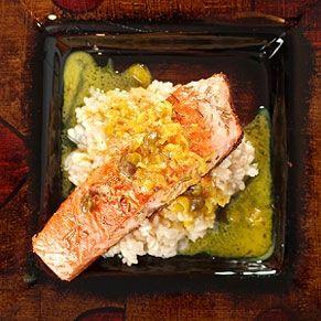 Donnez du piquant à vos darnes de saumon grillées à l'unilatérale. Relevez-les d'une délicieuse relish au poivron et maïs frais.