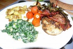 Jamie Oliver: gebakken kip, spinazie a la crème en geplette aardappels