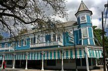 Commander's Palace Restaurant, New Orleans, LA - © Marit and Toomas Hinnosaar, Creative Commons via Flickr