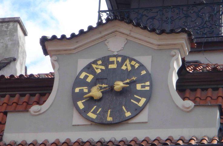 A Yiddish clock