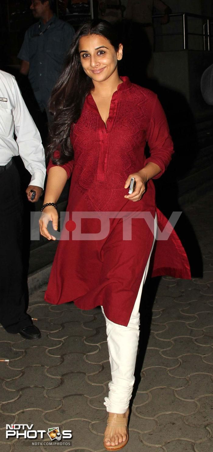 Vidya looked beautiful in a simple maroon kurta worn with a white churidaar at a special screening of Ghanchakkar http://movies.ndtv.com/photos/mrs-and-mr-srk-s-movie-date-15468/slide/2
