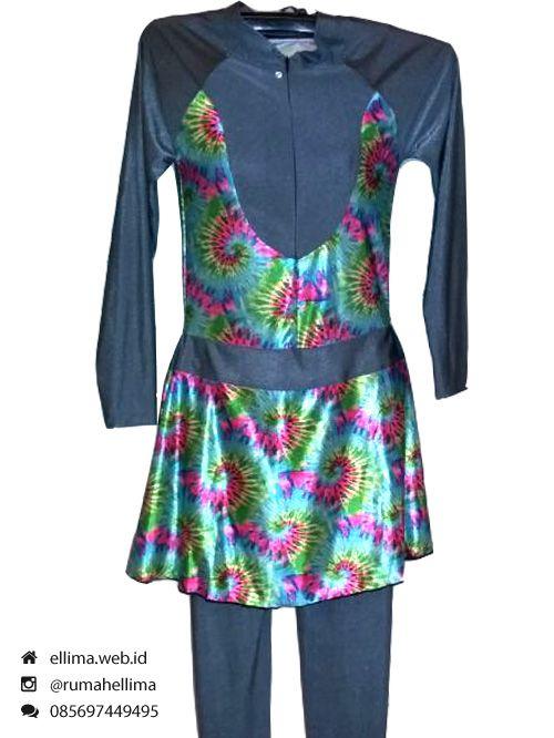 Kode: BRMD201541, Harga: IDR 195.000. Baju renang muslimah dewasa berwarna dasar hitam kombinasi warna hijau motif abstrak ulat bulu. Unik, elegan dan modis. Model baju dan celana renang terpisah, dilengkapi jilbab. Dan tidak perlu khawatir atasannya tersingkap, karena dilengkapi celana penahan.