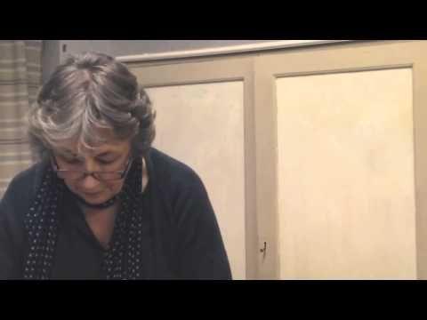 Annie Sloan bij Kirsties Vintage Home laat zien hoe je verf crack maakt met Chalk Paint ™ decoratieve verf van Annie Sloan. En werkt het daarna af met Soft Wax en Dark Wax.