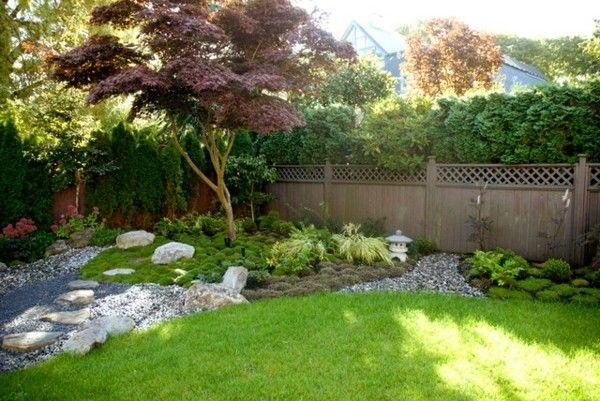 Bodendecker im Garten landschaftsbau immegrün gartenzaun steine