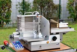 Gebrauchter Greaf Vollautomat Typ 802 H, kann bei Bedarf umgestellt werden auf Halbautomat, die Maschine befindet sich in einem einwandfreien Zustand. Mehr Informationen unter www.meat-processing-machinery.com