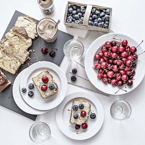 What a nice way to start the day - cake and berries 🍒 #evasolo #evatrio #legionova picture by @my_full_house