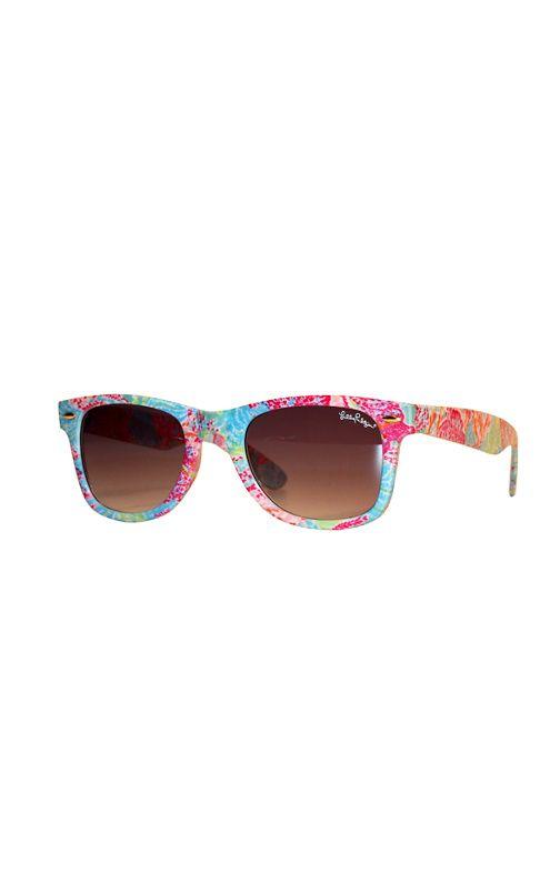 How can you go wrong with this #lillypulitzer Madeline Sunglasses?! Literally need them so bad right now.