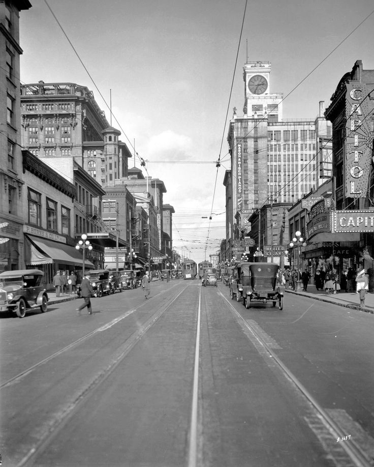 Granville Street, 1920s Source: Photo by WJ Moore, City of Vancouver Archives #Str N184