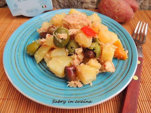 Insalata di patate, tonno ed olive, ricetta economica, ricetta semplice, ricetta gustosa, ricetta estiva senza forno, pic nic, ricetta Sabry in cucina Blog
