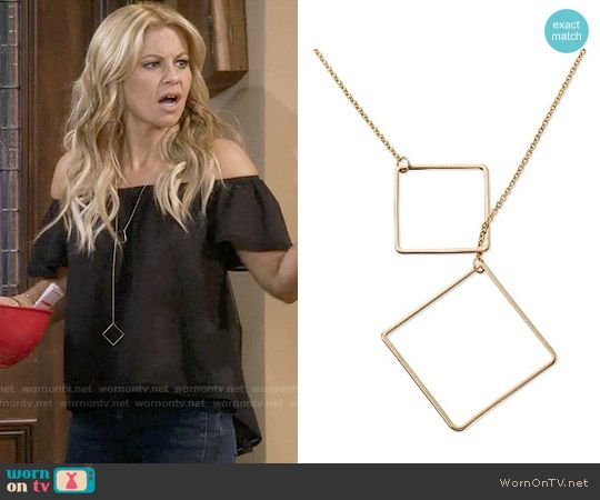 DJ's long square necklace on Fuller House.  Outfit Details: https://wornontv.net/64162/ #FullerHouse