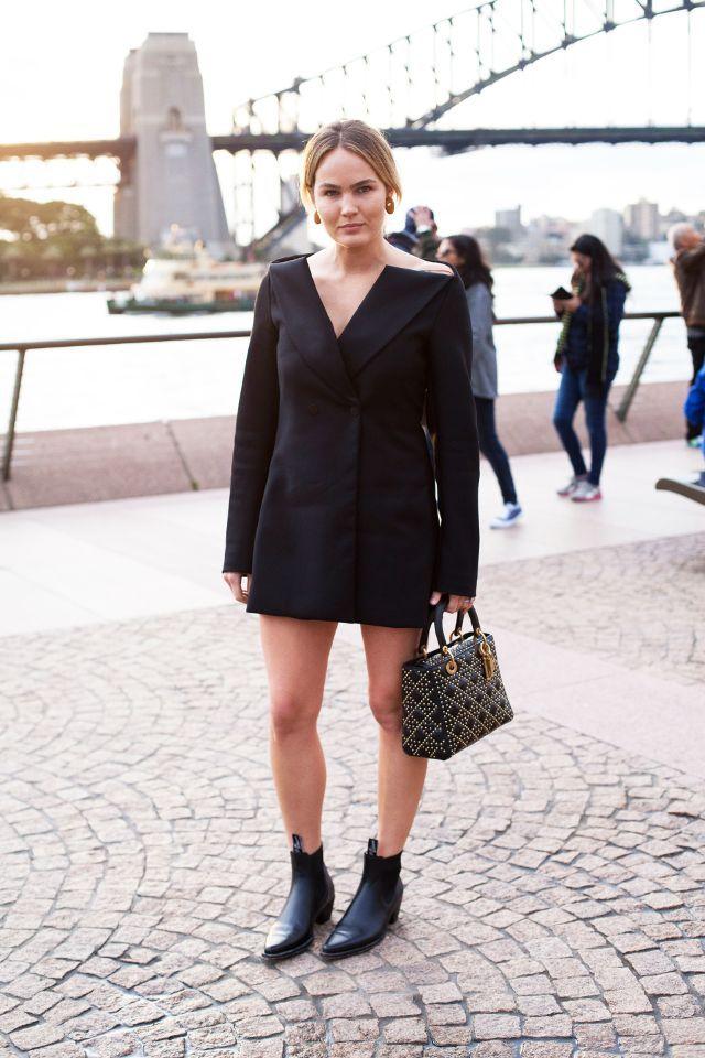 Share this Style: Australian Fashion Week 'Street Style' #SharethisStyle: #AustralianFashionWeek #Street #Style   #peças #básicas #botas #escuras #jeans #estampados #sobreposições   #tendências #edição #AustralianFashionWeek  #celebridades #BrookeTestoni #moda #australiana #outfits #vestido #preto #estilo #blazer #clutch #botins #pretos