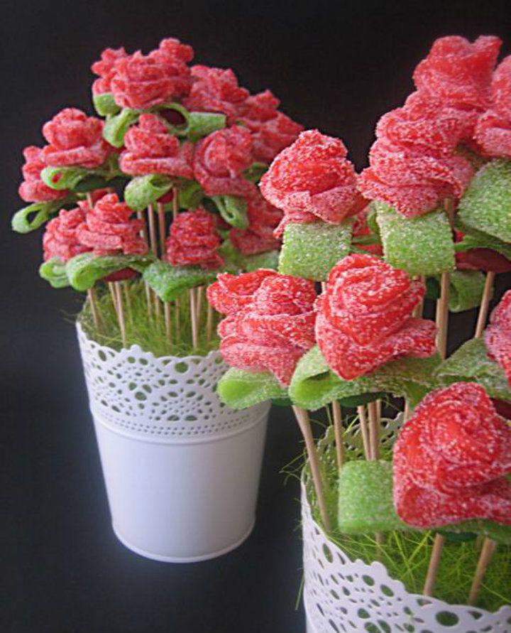 Flores hechas con chuches buscar con google ideas for Pinchos de gominolas