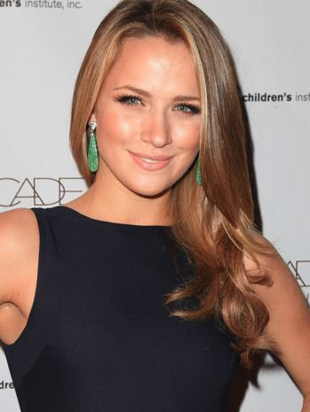 Shantel VanSanten most beautiful women in the world and she has class, that is what makes a great giril <3