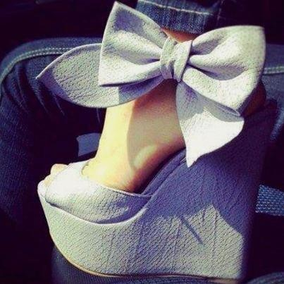 bowWedges Heels, Fashion Shoes, Wedges Shoes, Bows Wedges, Girls Fashion, High Heels, Girls Shoes, Big Bows, Bows Shoes