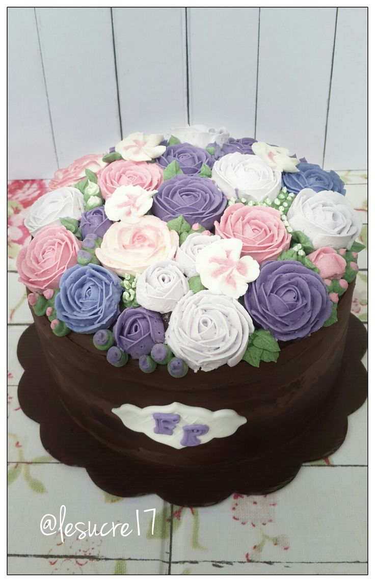 Blooming Flower Buttercream Cake By: Le Sucre Ig : @lesucre17