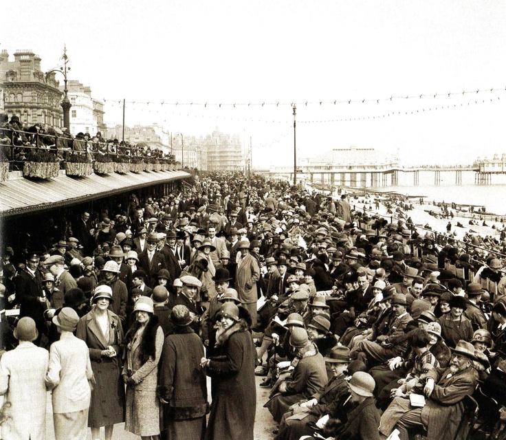 Holidaying in the Easter sunshine at Eastbourne - UK - 3 April - 1926