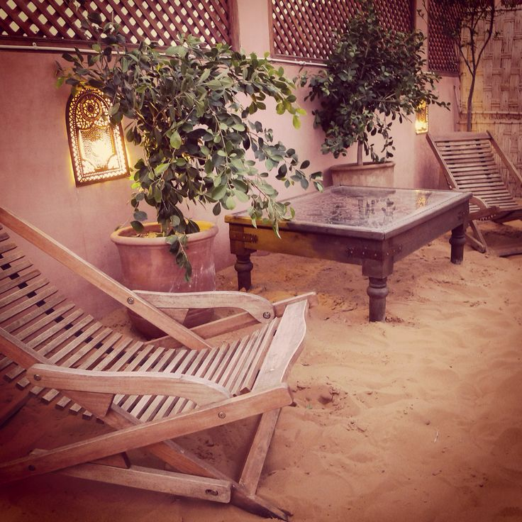Arena del desierto en la terraza del Riad