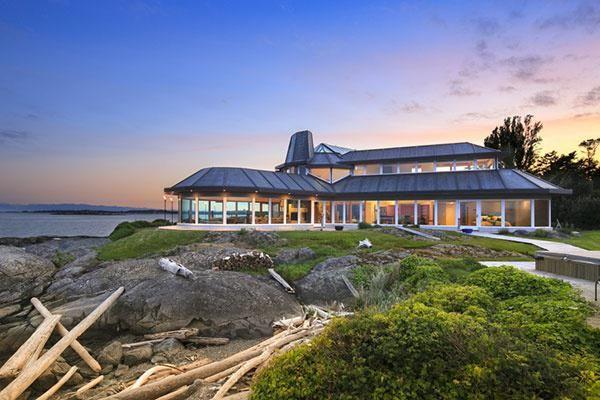 Inside a $7.5 million perfect naturist retreat