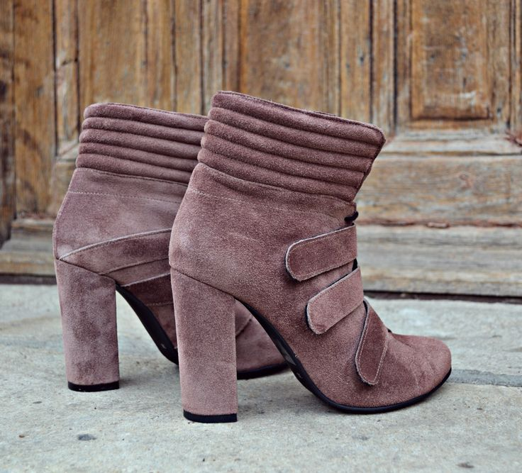 #fallwinter #collection #the5thelementshoes #rosettishowroom #lilac #velvet #ankle #boots