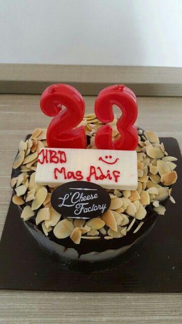 L'Cheese Factory Cake at Pekanbaru. It's Nougat Cake and taste so good ❤
