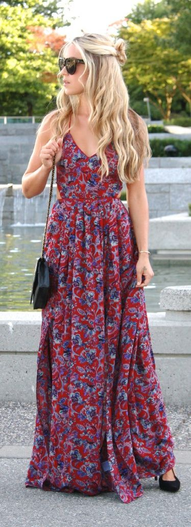 Urban Outfitters Dress, Stuart Weitzman Heels, Chanel Bag, Céline Sunglasses Beautiful.