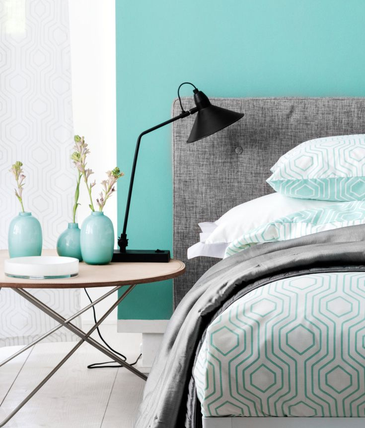 Ambiance de chambre dans les tons bleu, blanc et gris. - Atmosphere room in shades of blue , white and gray.