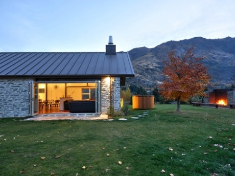 Luxury Queenstown Holiday Home, Gucci House, indoor - outdoor flow, beautiful | #AmazingAccom #holidayhomes