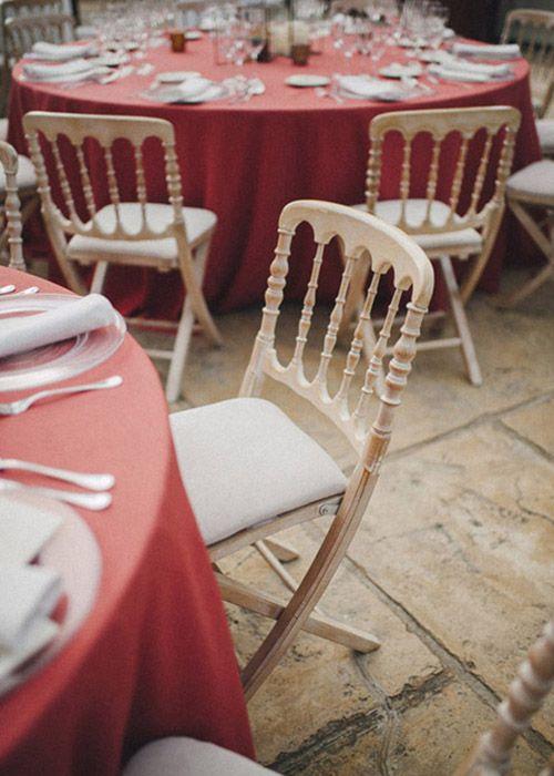 wedding planner detallerie mesas con manteles color coral y sillas napolen table with