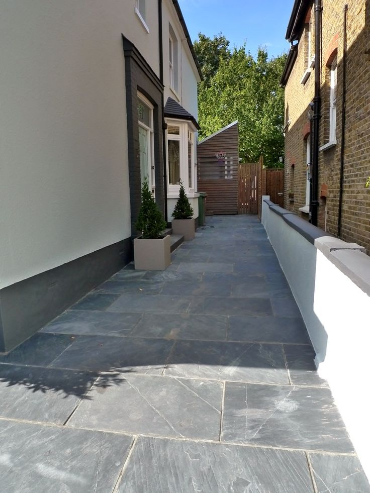 Low Maintenance Front Garden Driveway With Elegant Design And Natural  Materials Give A Sophisticated Appeal To This Attractive London House.