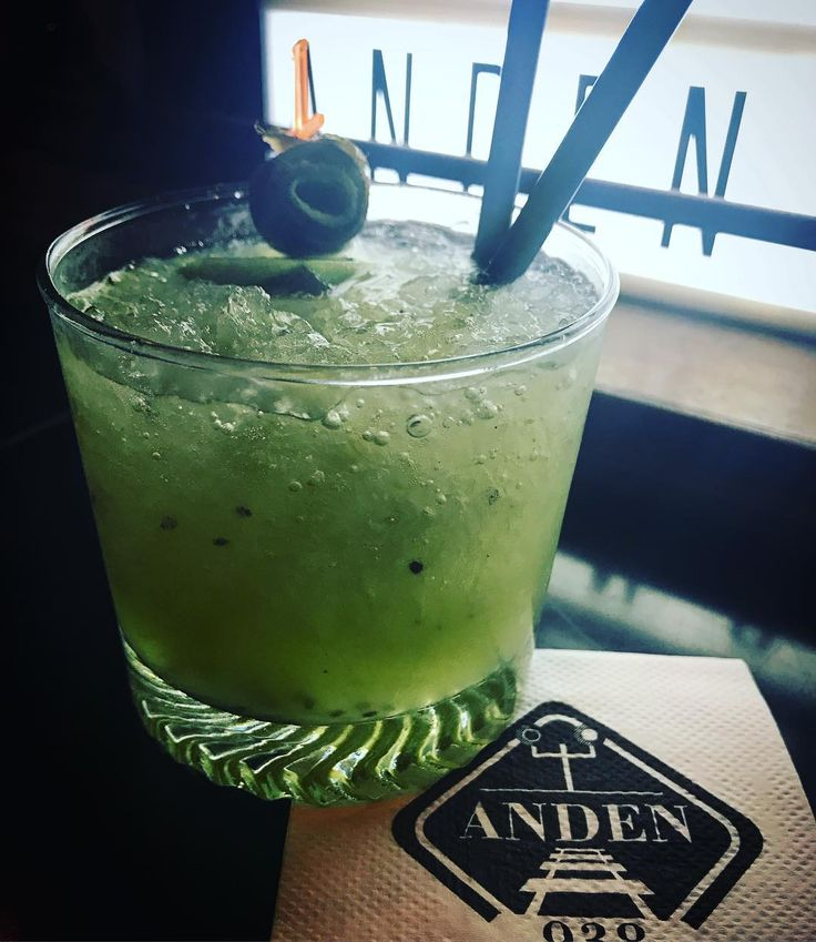 #caipirissima de #kiwi  Te la vas a perder?? Hoy 2x1 hasta las 00:00 hs.  Venite al andén... te esperamos!  #bar #drinks #cocktails #tapas #amigos #bartender #bartenderlife #anden938