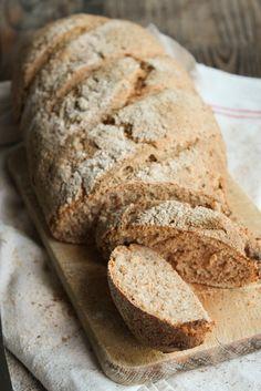 Pain complet maison - Ingrédients : 250 g de farine de blé intégrale, 250 g de farine de seigle complet, 20 g de levain de blé déshydraté, 7 g de sel...