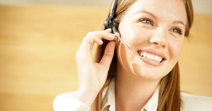Cómo operar un conmutador. Los telefonistas tienen una posición muy importante dentro de las empresas. Como suelen ser la primera persona en saludar a los clientes por teléfono, deben permanecer optimistas y eficaces en sus procedimientos operativos. Los conmutadores son sistemas telefónicos multilínea que permiten a los usuarios transferir llamadas a diferentes líneas, ...