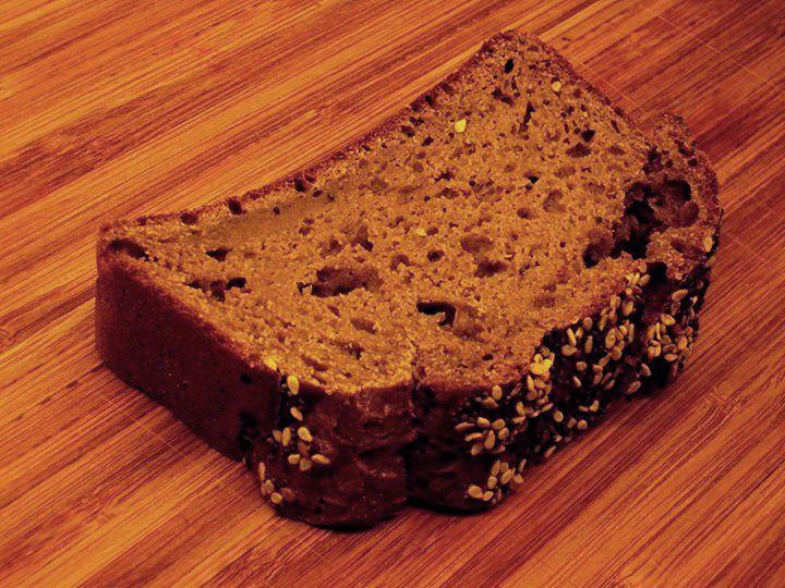 """Glutenfrit mørkt """"rug""""brød med surdej"""