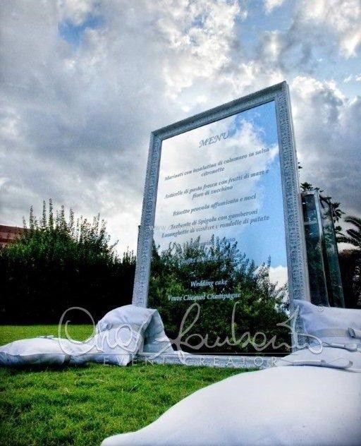 Giochi di trasparenze per la presentazione particolare del menù di nozze. | Cira Lombardo Wedding Planner