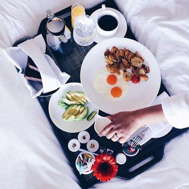 Breakfast in bed! [: @songbirdechoes]
