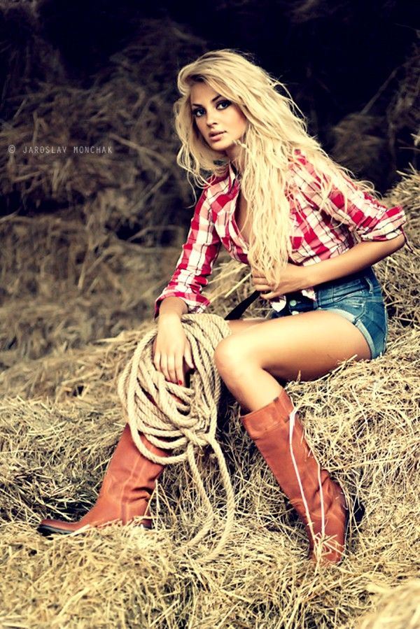 """""""Cowgirl""""  An astonishing portrait and a stunning girl! ♥~(ಠ_ರೃ) Très Belle Femme ღ♥♥ღ Sexy!!!"""