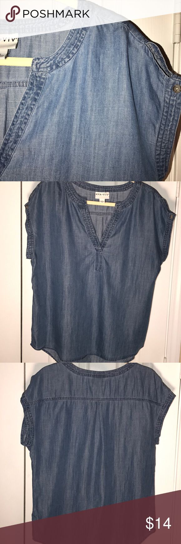WOMEN'S LIGHT DENIM SHORT SLEEVE TOP NWOT AVA•VIV WOMEN'S SHORT SLEEVE, LIGHT WEIGHT CHAMBRAY SHIRT. SUPER CUTE & A GREAT ADDITION TO YOUR SUMMER WARDROBE! 🌸 AVA VIV Tops Blouses