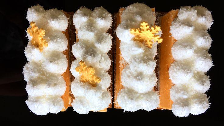 Новогодний десерт: песочное тесто, кокосовый дакуаз, манговый джем, кокосовый крем, манговый мусс, швейцарская меренга... #jsopatisserie #моясладкаяжизнь