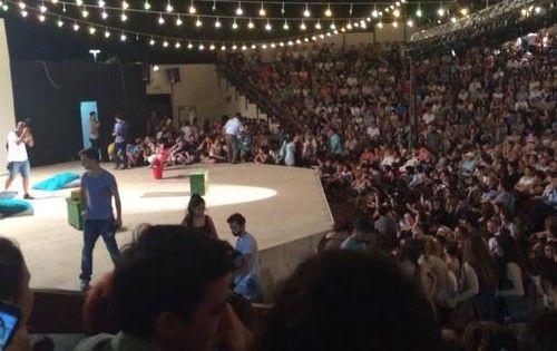 """""""Sanat barış içindir. Festival zamanı savaş mı olur ya!"""" Ve Kadıköy'de Festival Başlar... http://istanbuldasanat.org/ve-kadikoyde-festival-baslar/"""