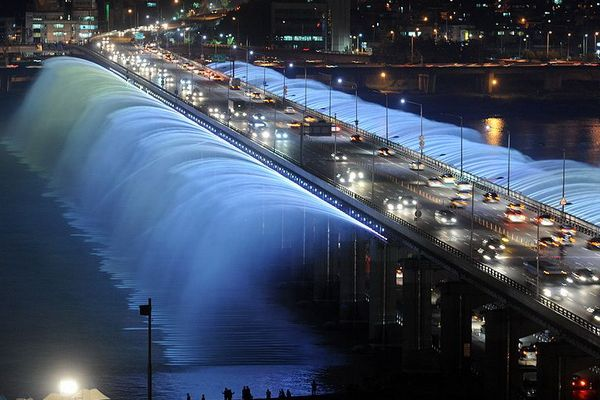 Moonlight Rainbow Fountain (Seoul, South Korea)
