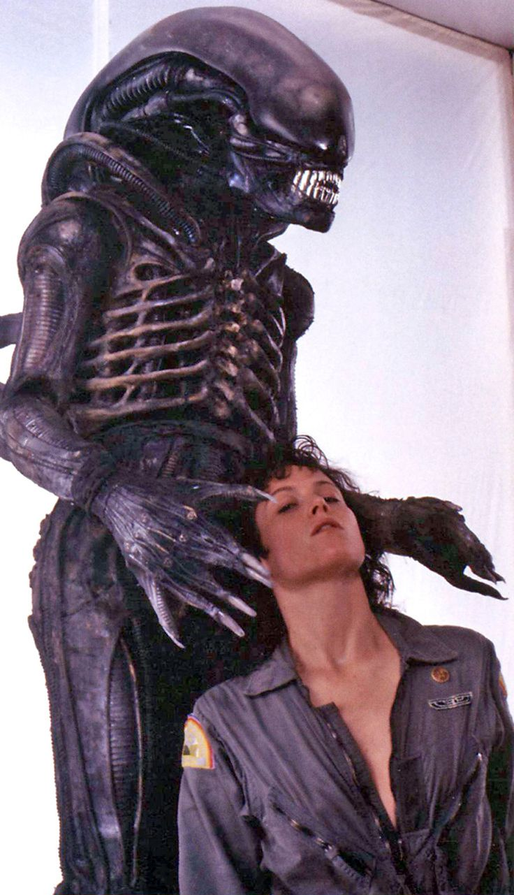 Sigourney Weaver and xenomorph - Alien (1979)
