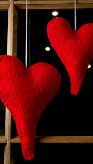 Julehåndarbejde |Hjemmelavet julepynt |Filtede hjerter | Julestemning